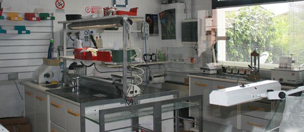 Laboratorio odontotecnico a s m di sala venezia venti07 for Arredamento laboratorio odontotecnico