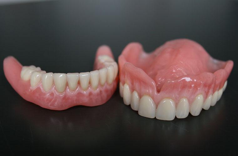 Realizzazione protesi dentali mobili laboratorio venti07 for Repliche mobili design